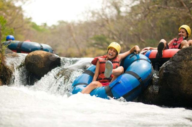 Teens go tubing in Costa Rica on summer student travel program.