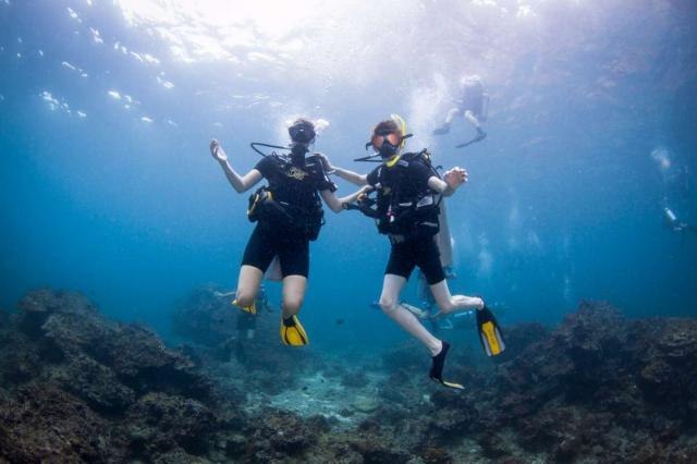 Teenage scuba divers during summer youth travel program in Thailand