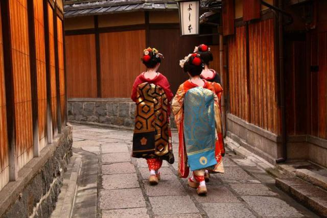 Geishas spotted in Tokyo during summer youth travel program in Japan