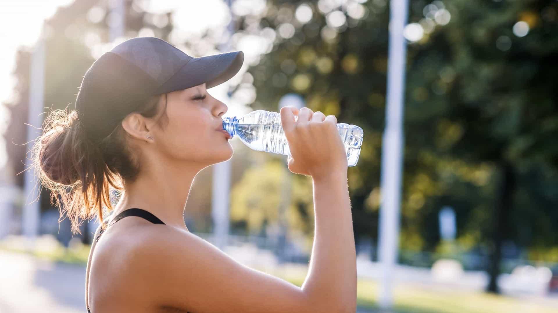 Vocês sabem a importância de beber água além de uma pele mais bonita?