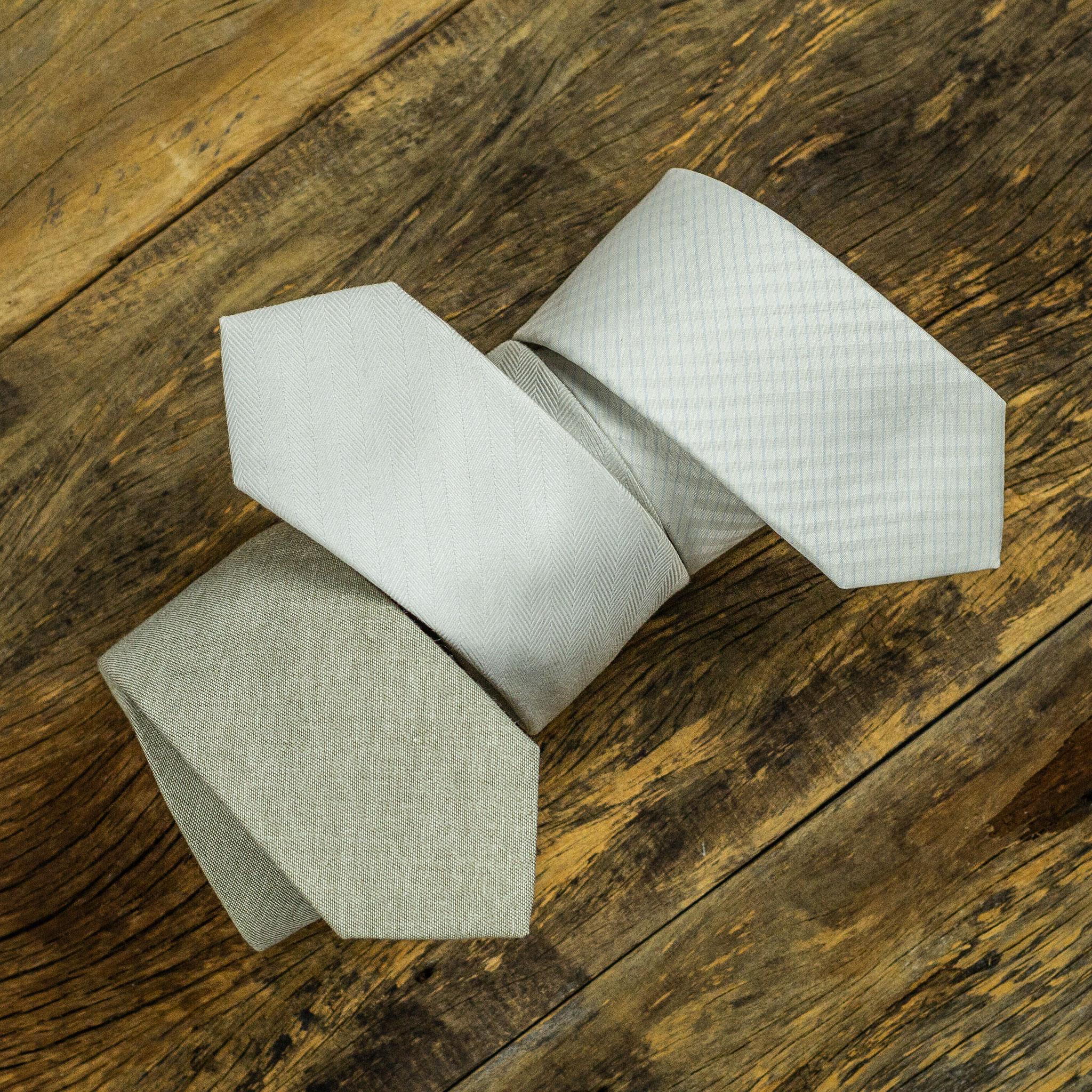 gravata off white