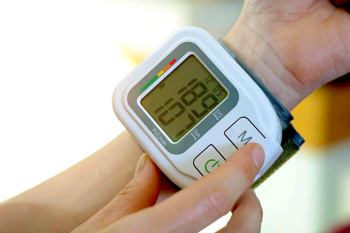 Imagem de capa do post: Conheça as diferenças entre o medidor de pressão manual e digital