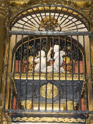 The main altar, in Alba de Tormes