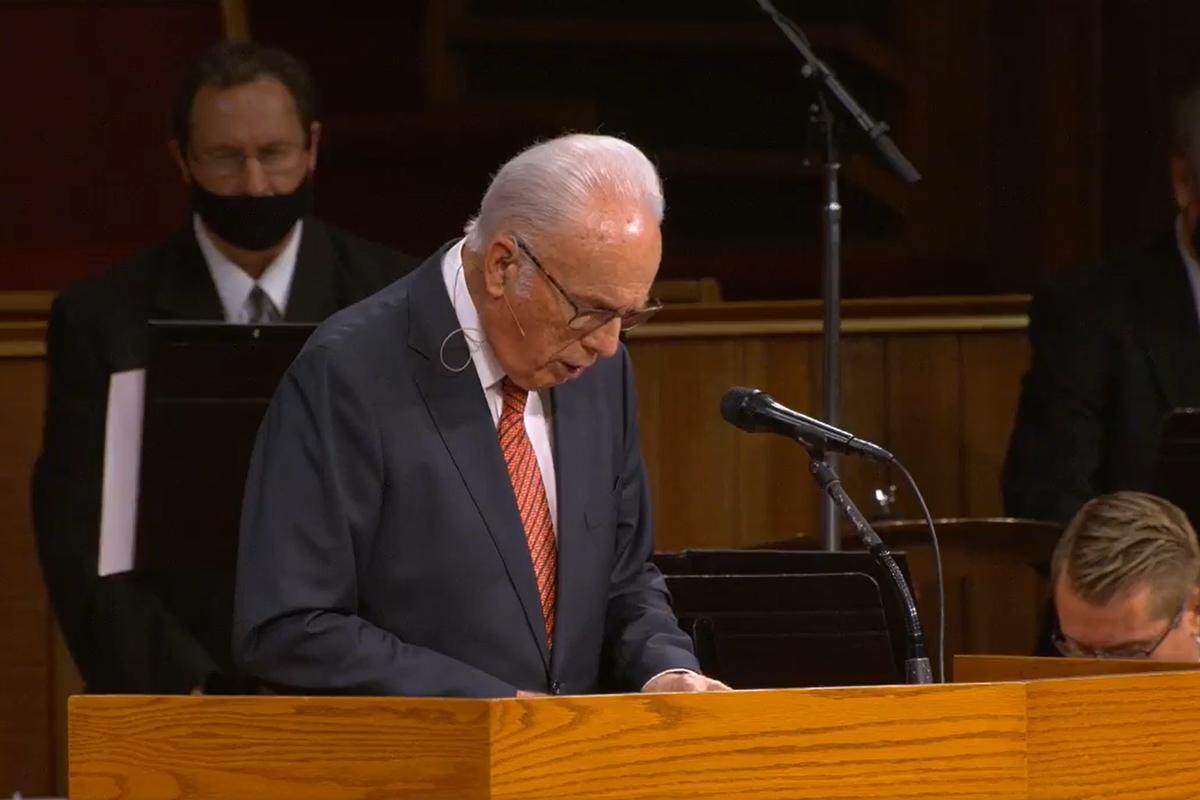 John MacArthur leads the congregation in prayer at Grace Community Church on Sunday.