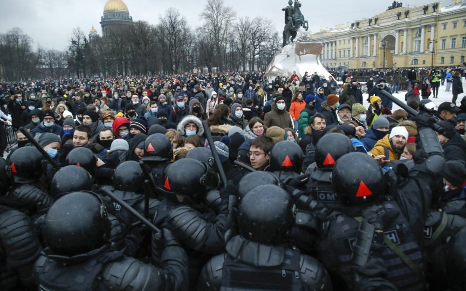 Russian police arrest pro-Navalny protesters