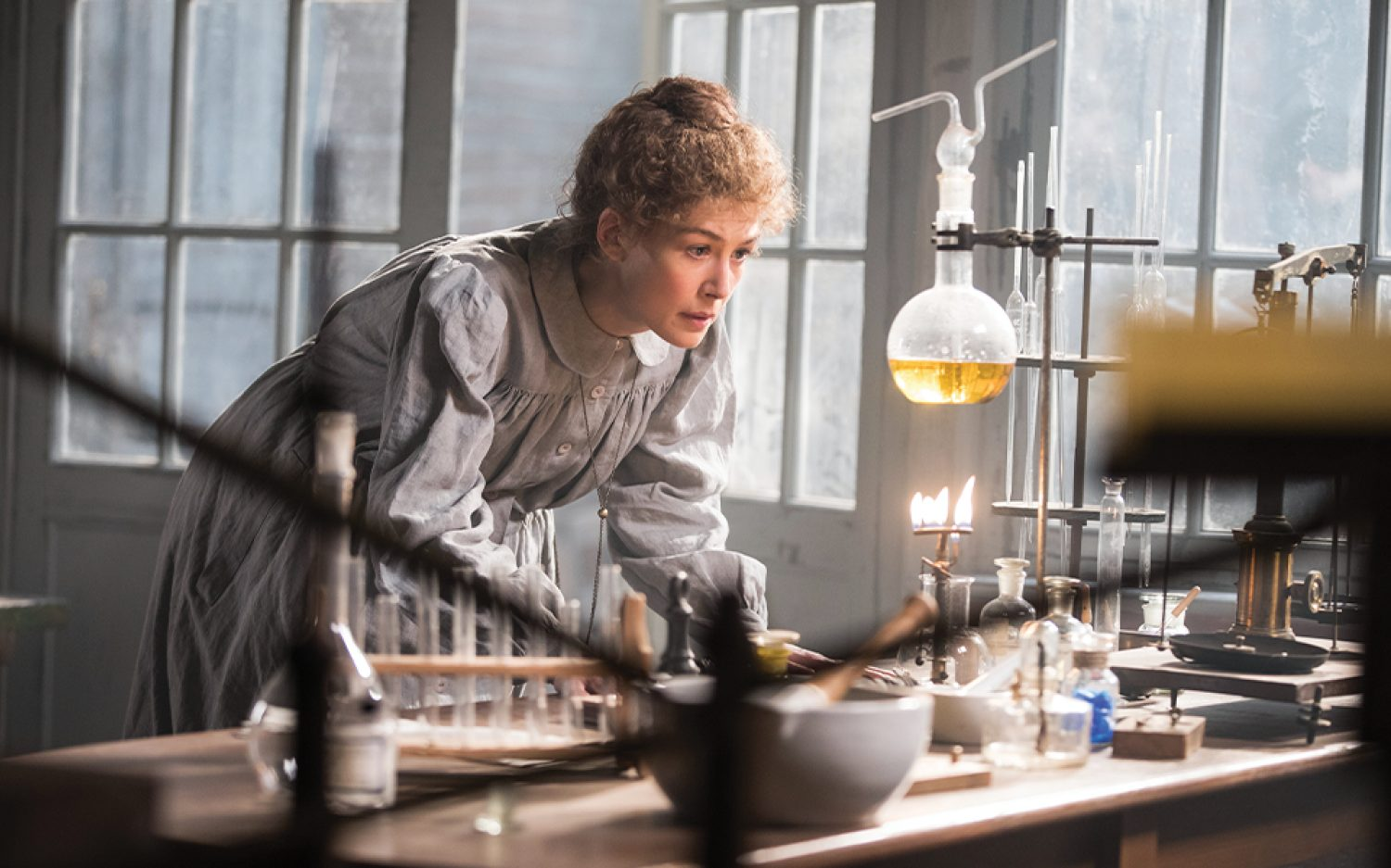 Marie Curie is out of her element in <em>Radioactive</em>