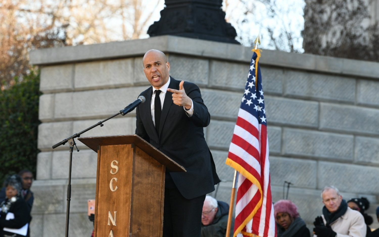 Booker joins crowded 2020 Democratic field