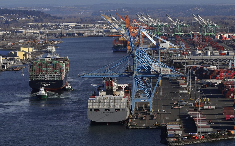 U.S. trade deficit hits record high