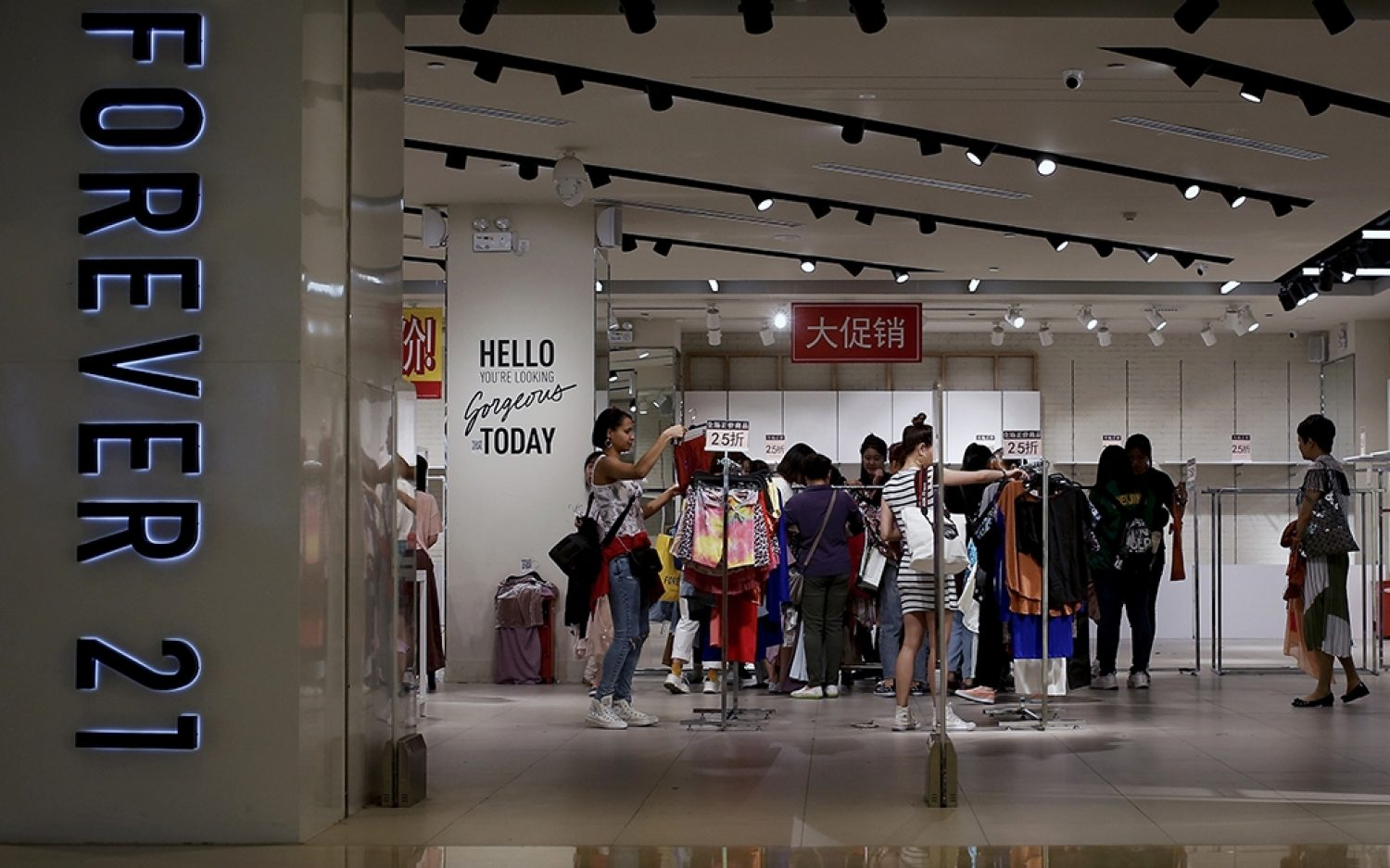 Forever 21 fades with fast-fashion craze