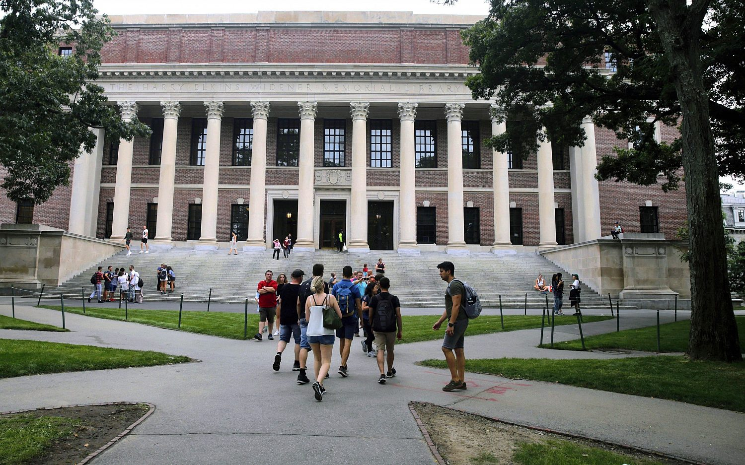U.S. to kick out foreign students if colleges move online