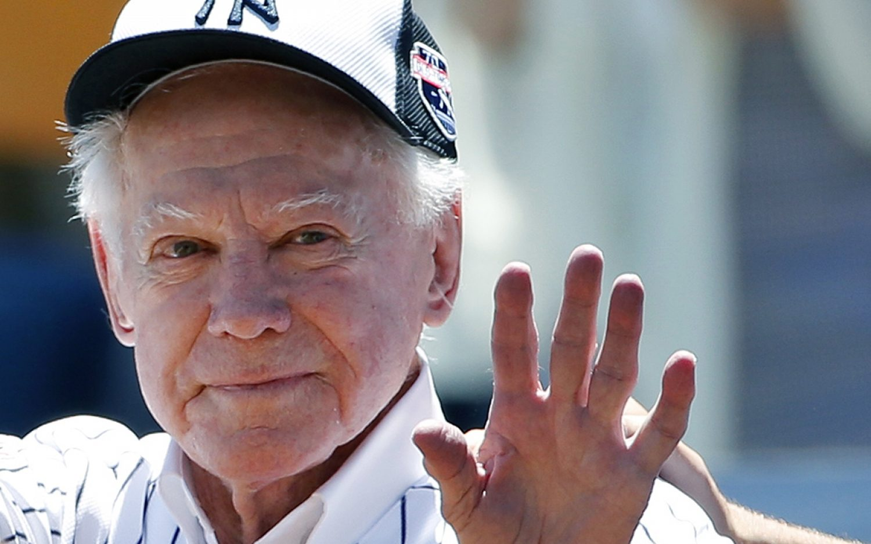 Legendary Yankees pitcher Whitey Ford dies
