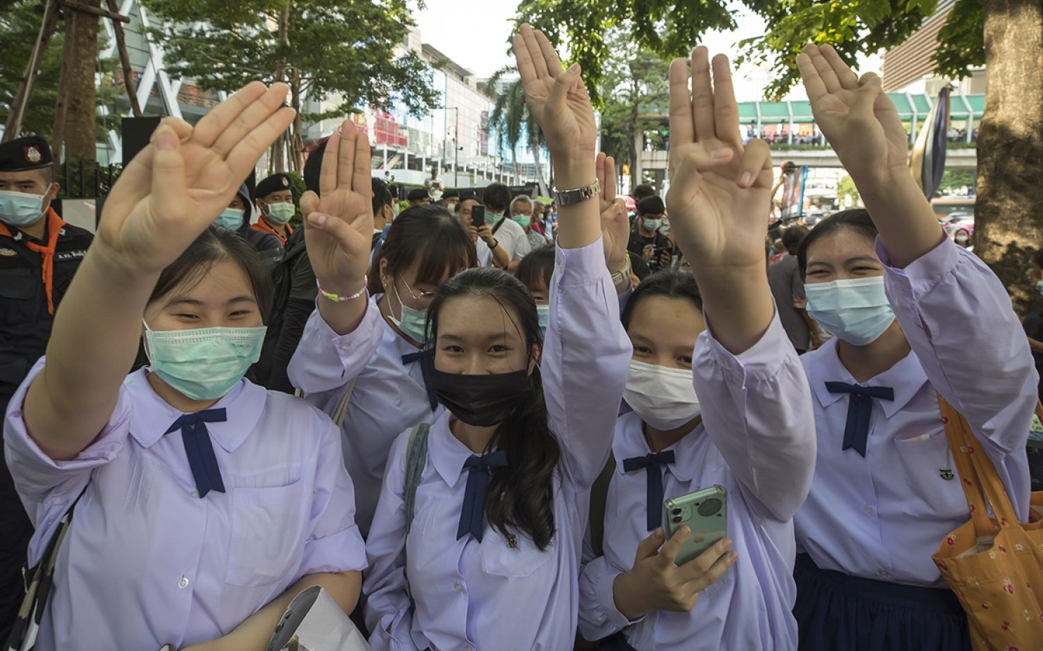 Thailand protesters defy ban