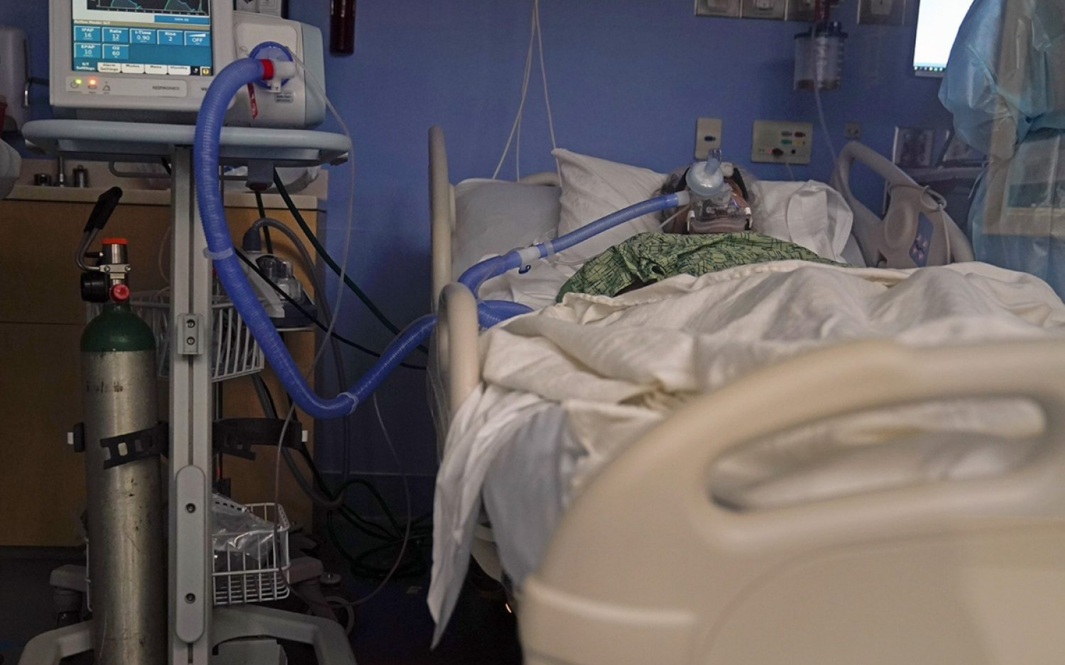 U.S. breaks daily COVID-19 deaths record