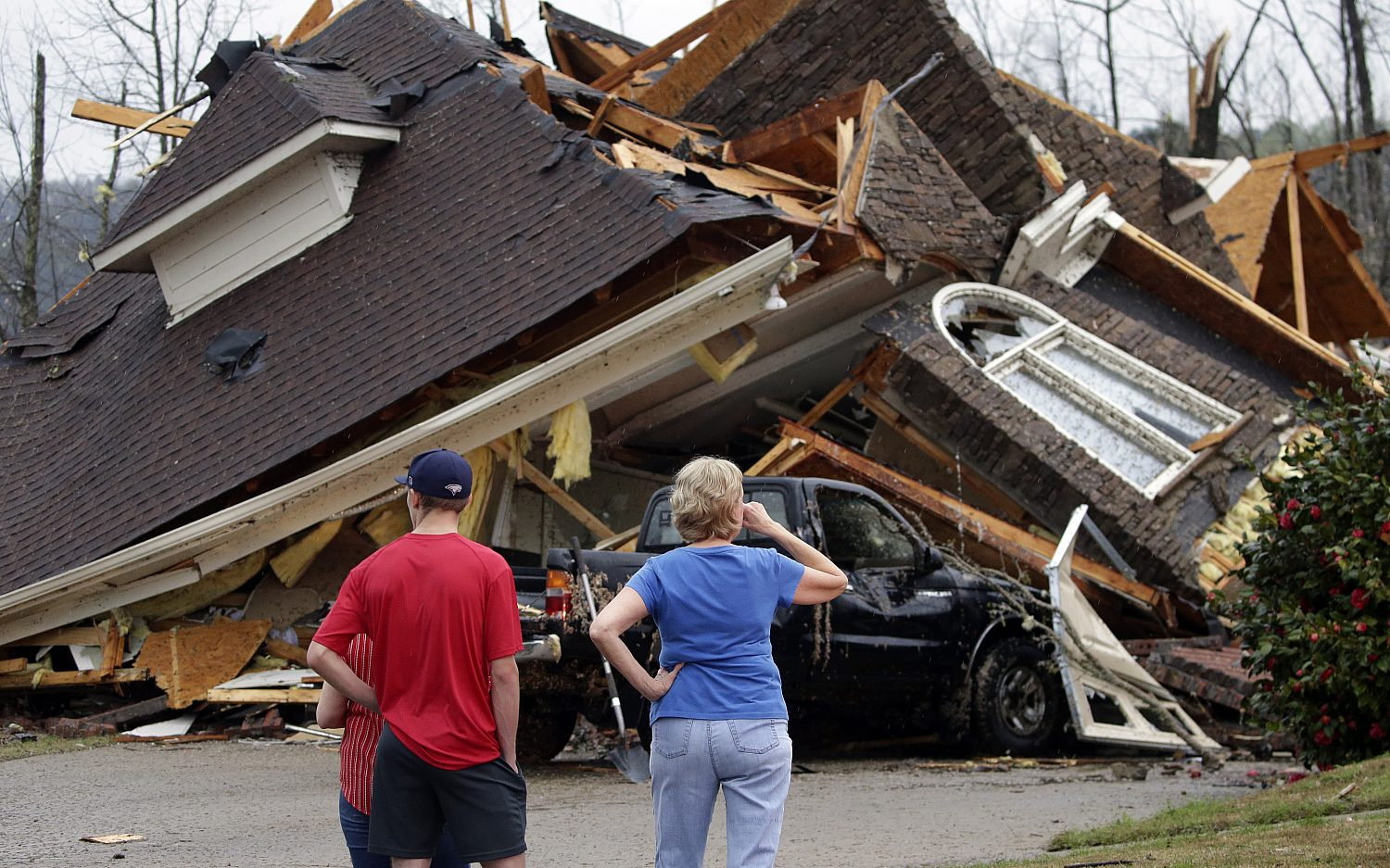 Deadly tornadoes kill five in Alabama