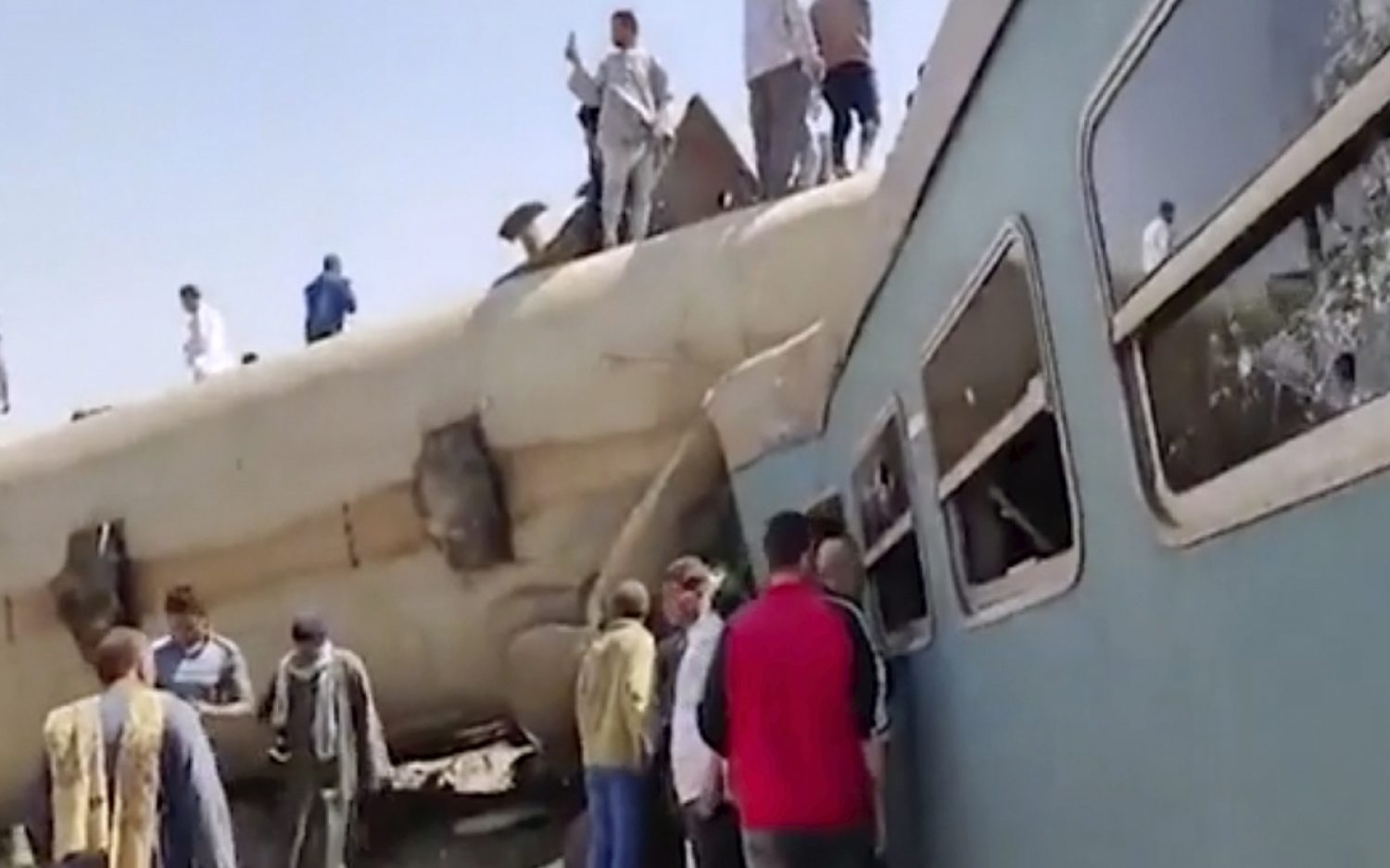 Trains collide in southern Egypt