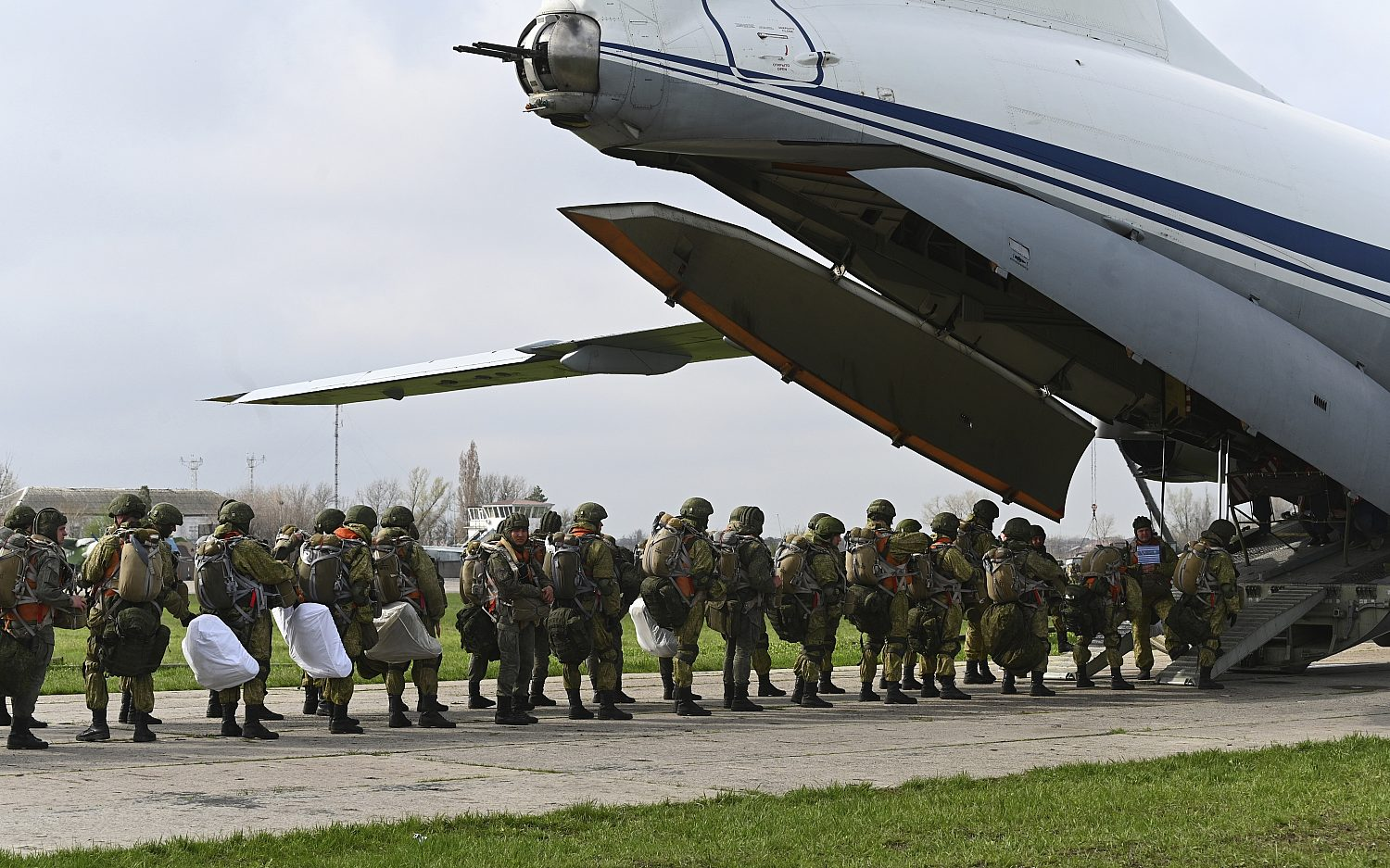 Russia pulls back troops from Ukraine border