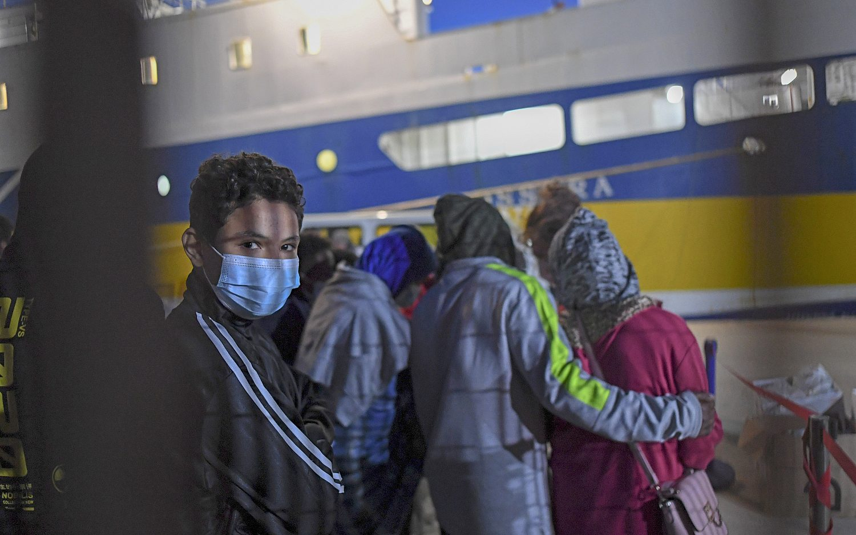 Migrants and refugees flood Italian island