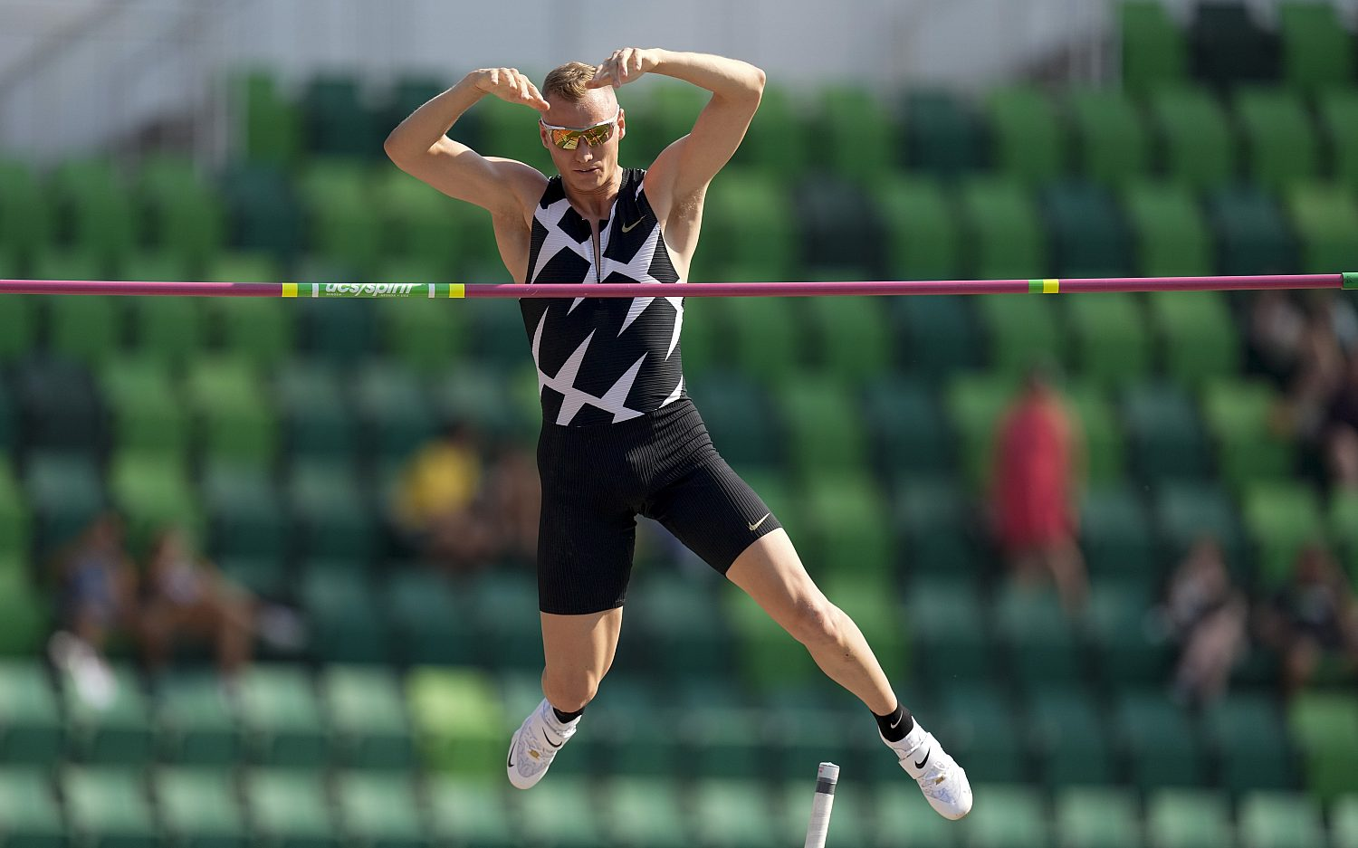 Champion pole vaulter tests positive for COVID