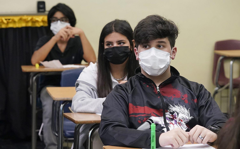 Judge blocks Florida mask mandate ban