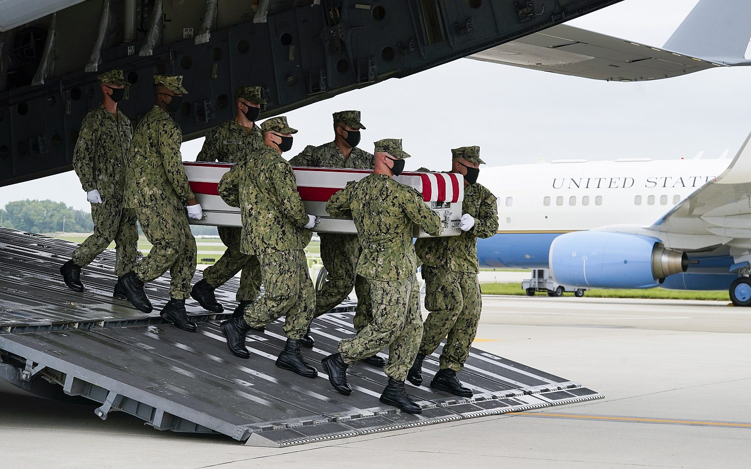 Biden pays respect to troops killed in Afghanistan
