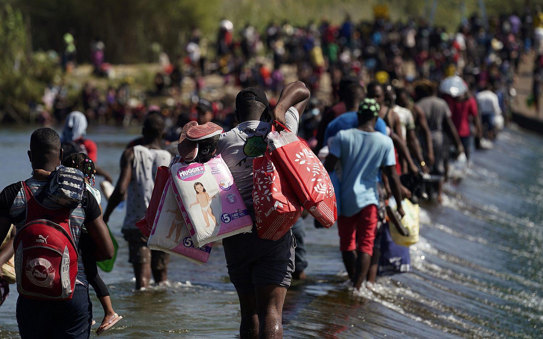 U.S. flies migrants back to Haiti