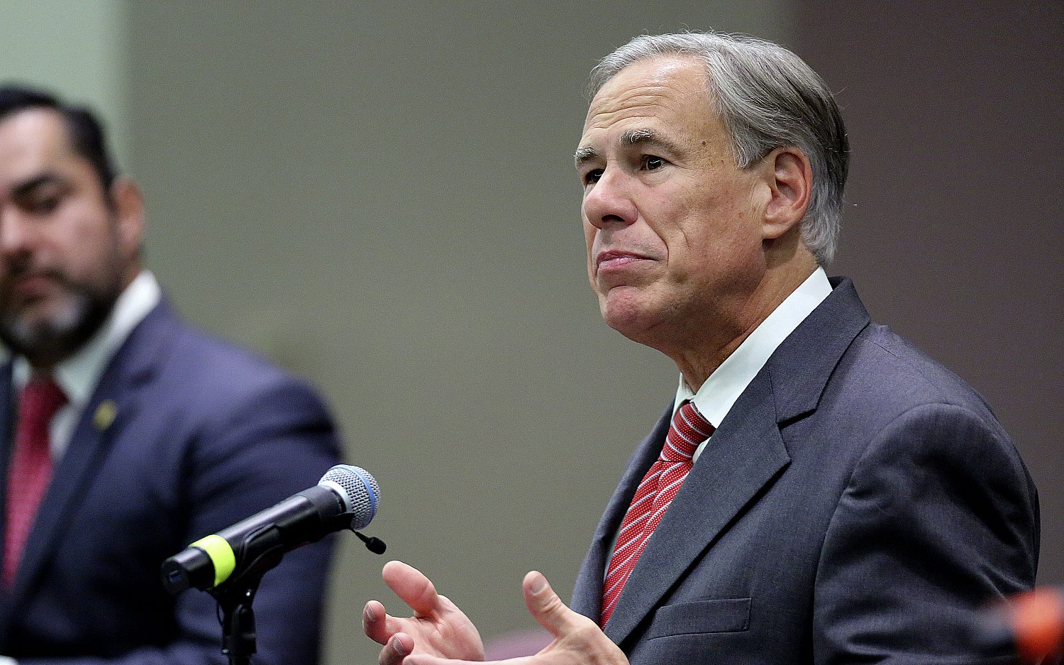 Texas governor bans vaccine mandates in state