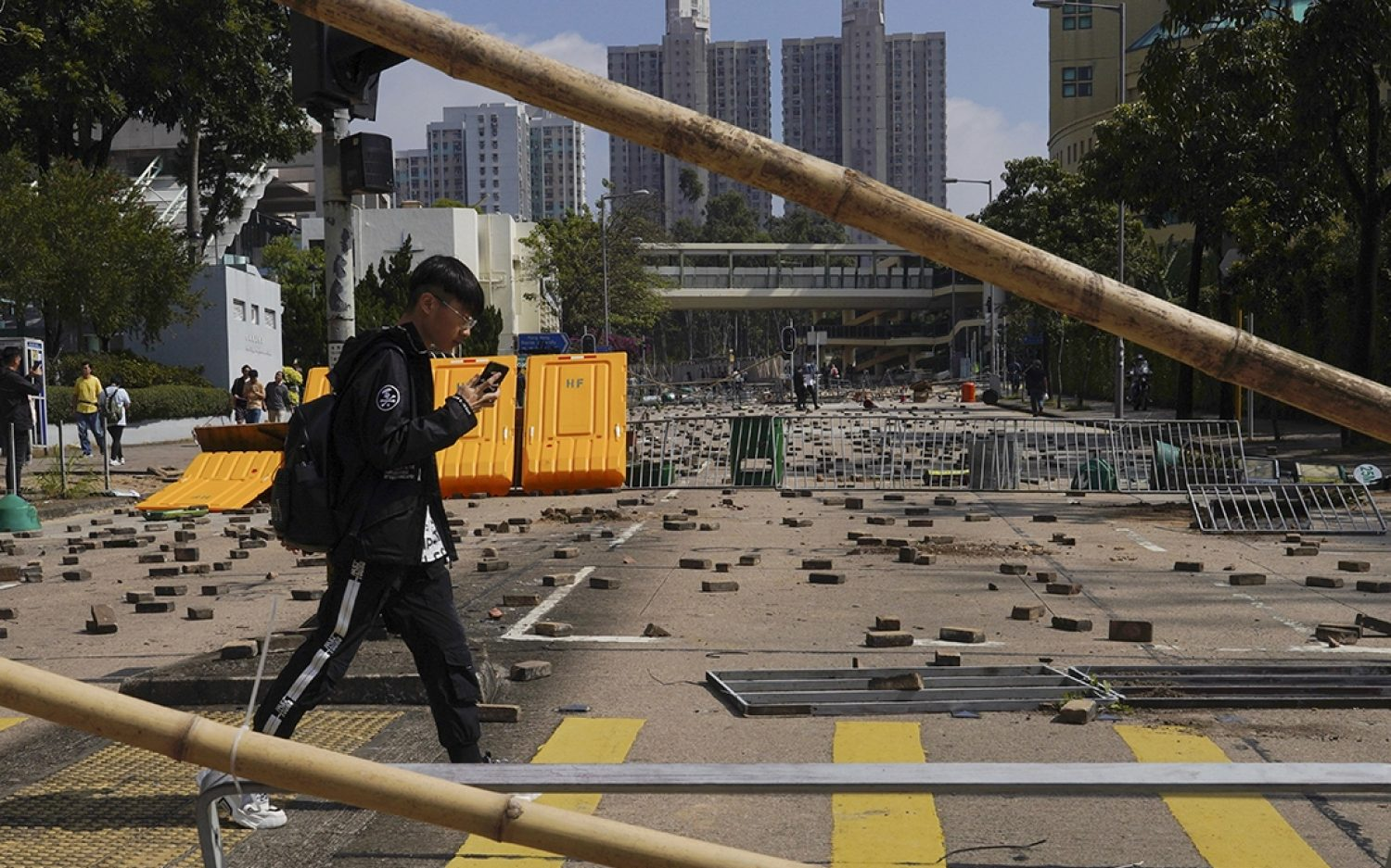 Hong Kong protests extend to campuses