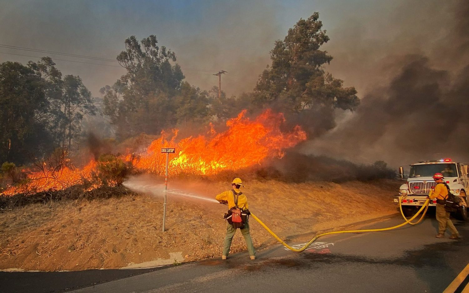 High winds spread Southern California wildfire