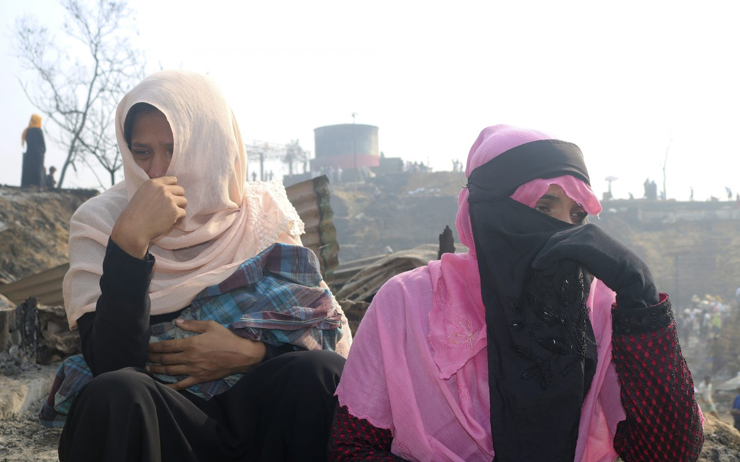 Fire displaces tens of thousands of refugees