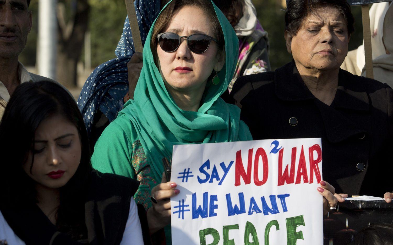 Pakistan promises to return Indian pilot