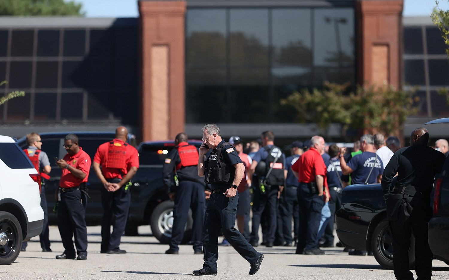 Two dead, including suspect, in Tennessee store shooting