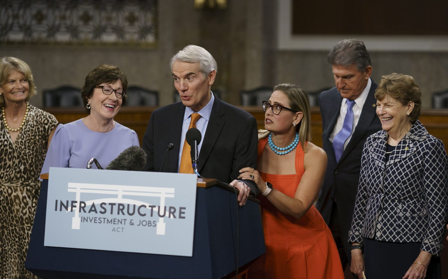 Congress builds infrastructure on financial sand