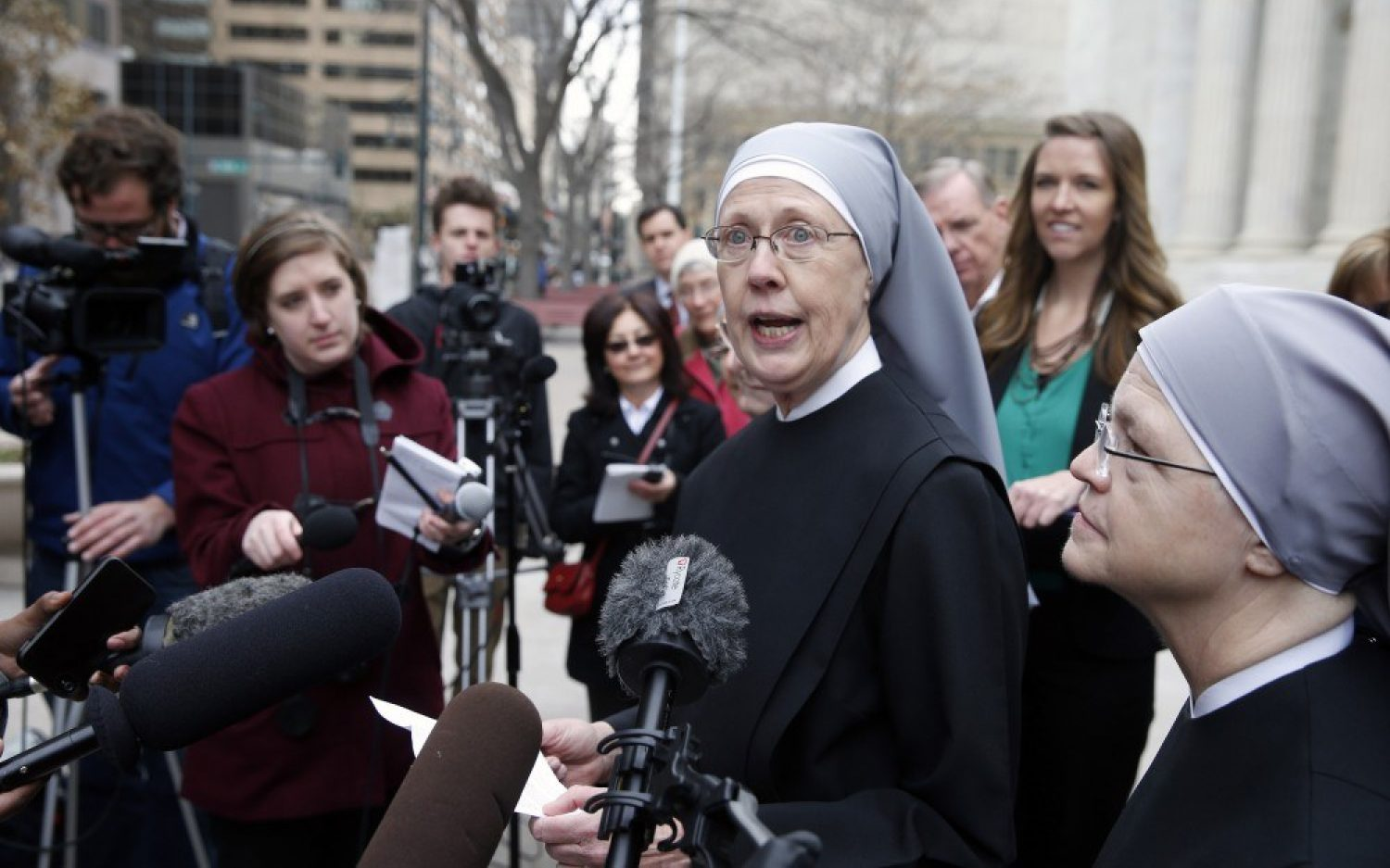 Supreme Court urges Little Sisters, feds to work it out on their own