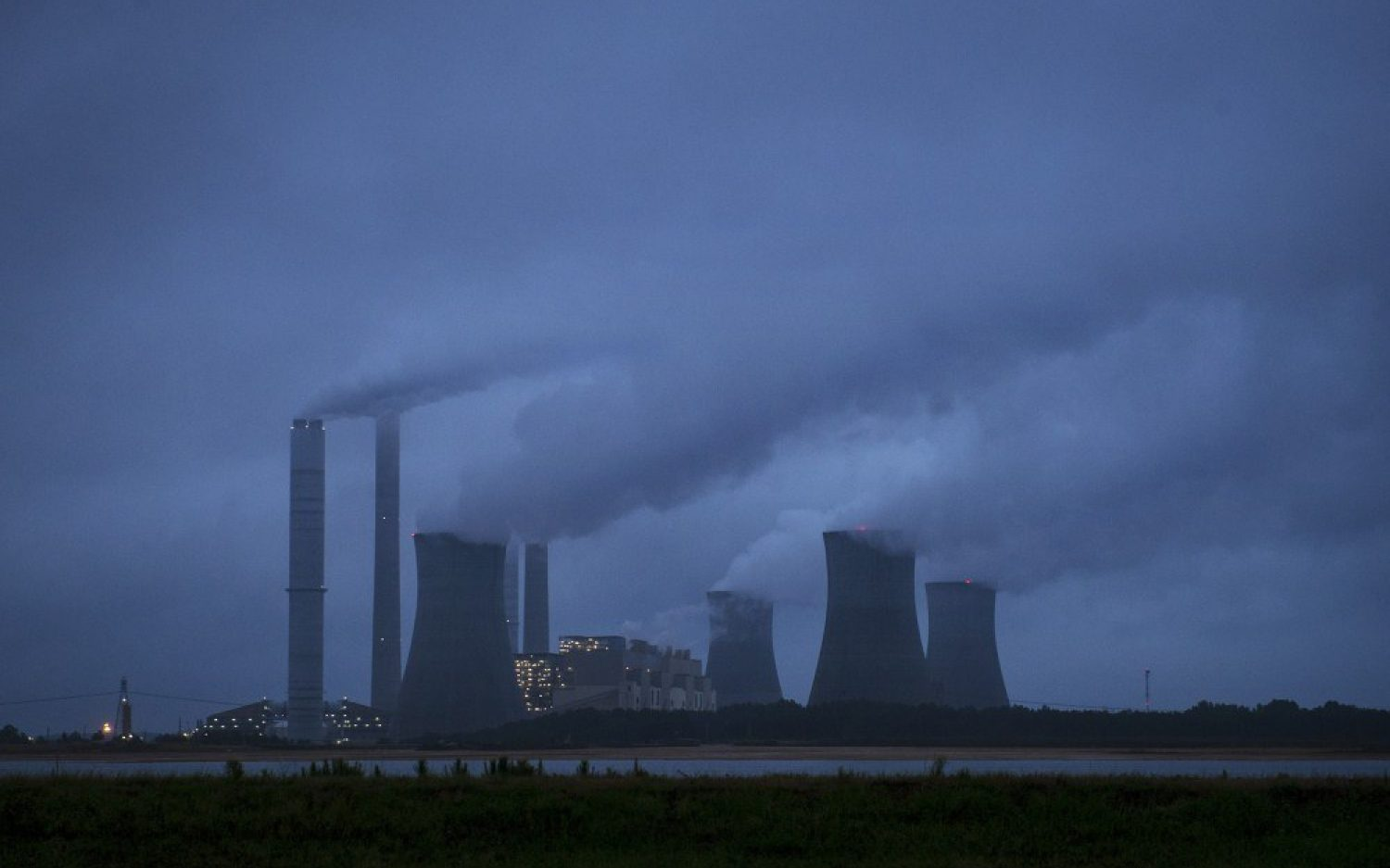 Obama caps power plant emissions with new EPA rules