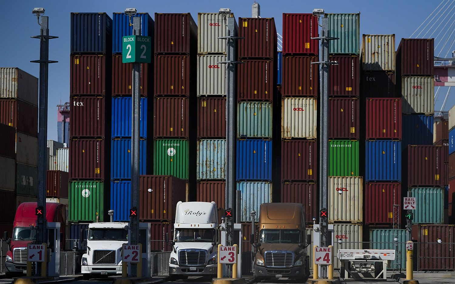 California ports open 24/7 to relieve supply chain