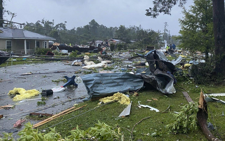 Storm kills 13 in Alabama