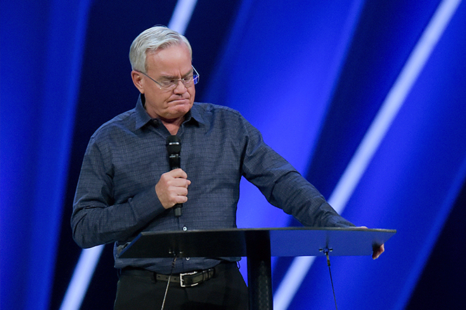 Hybels announcing his early retirement