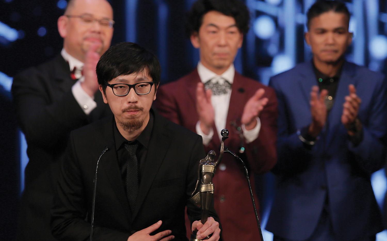 Director Ng Ka Leung accepts the Best Film award for his movie Ten Years at the 2016 Hong Kong Film Awards.