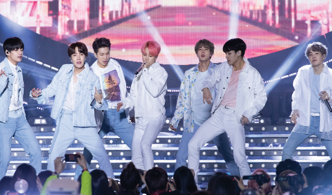 Fans scream for their favorite bands at KCON.