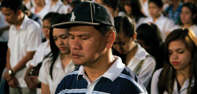 Followers of Iglesia ni Cristo pray during a rally in Manila.