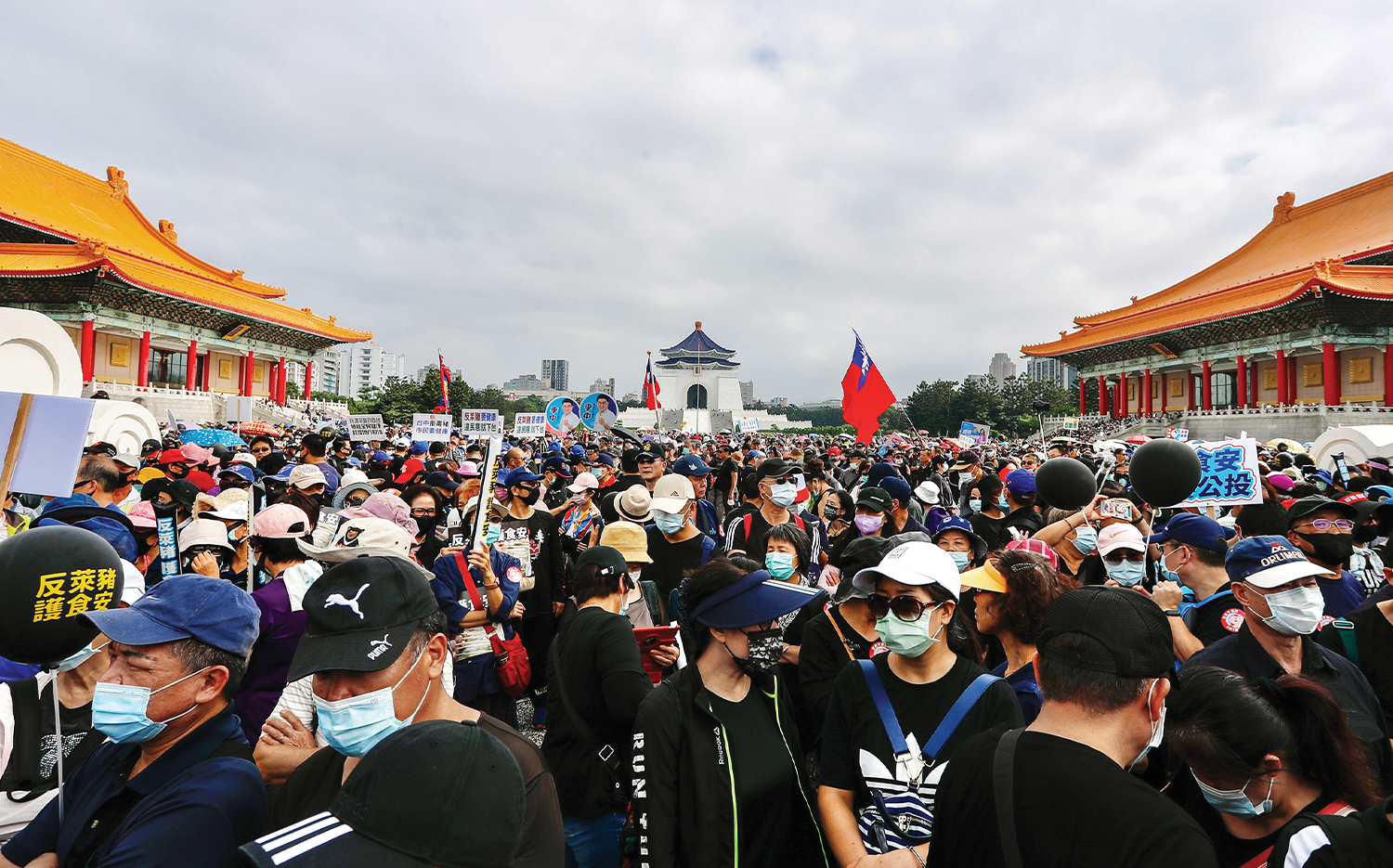 A crowd of protesters at the CKS Memorial Hall in Taipei